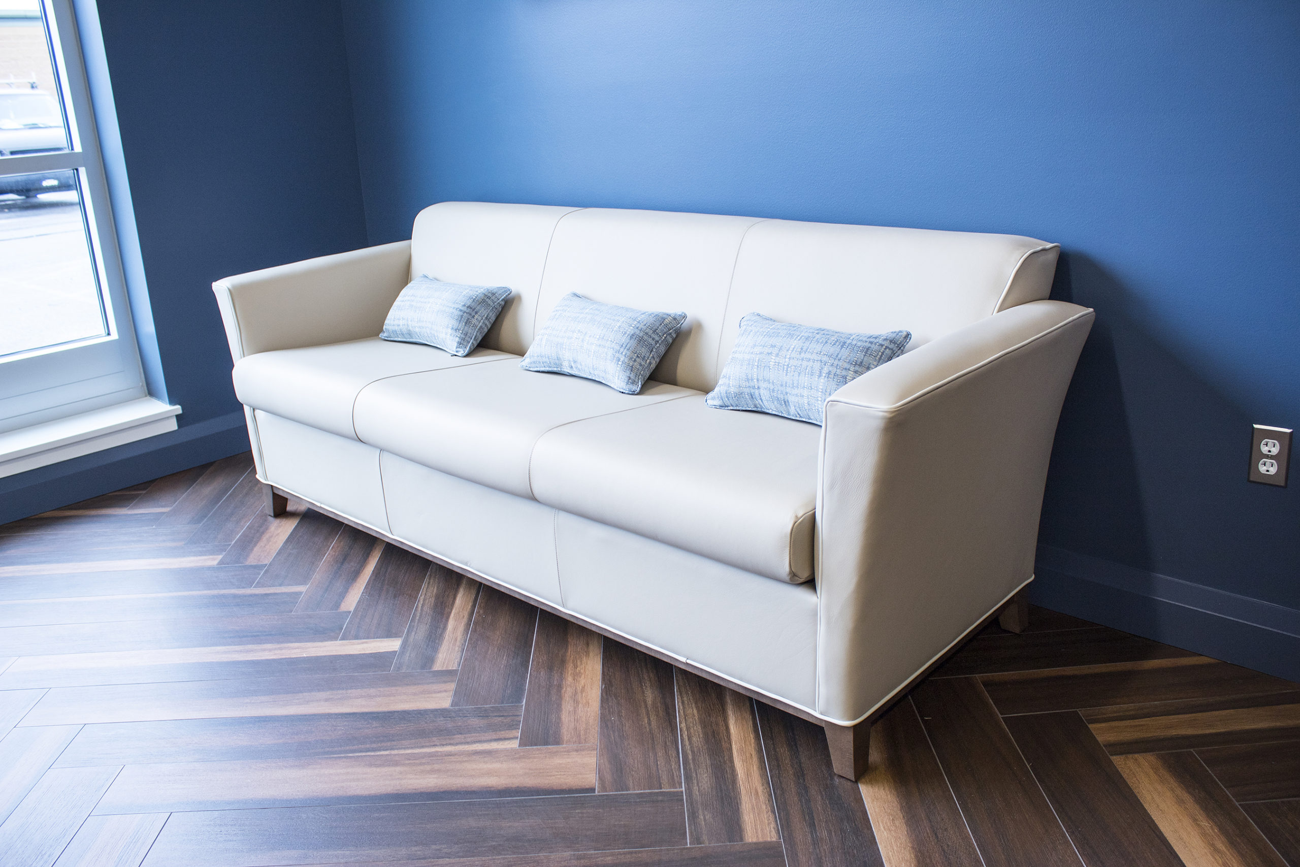 Tranksteck Executive Office Couch